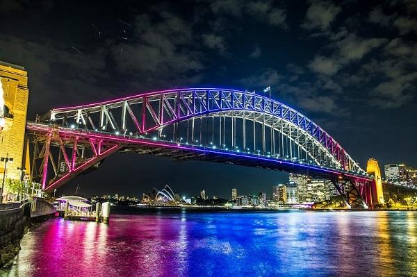 Cầu cảng Sydney rực rỡ ánh đèn vào ban đêm