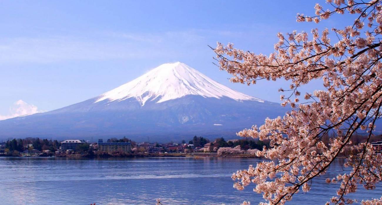 Núi Phú Sỹ quanh năm phủ đầy tuyết trắng